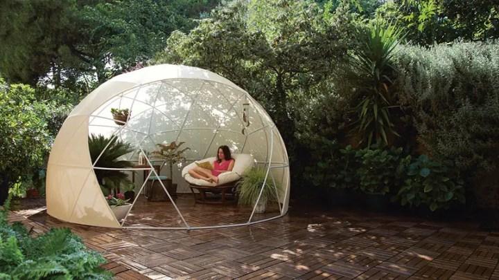 Un iglu pentru gradina - o mini-sera, spatiu pentru citit si chiar pentru o cina romantica