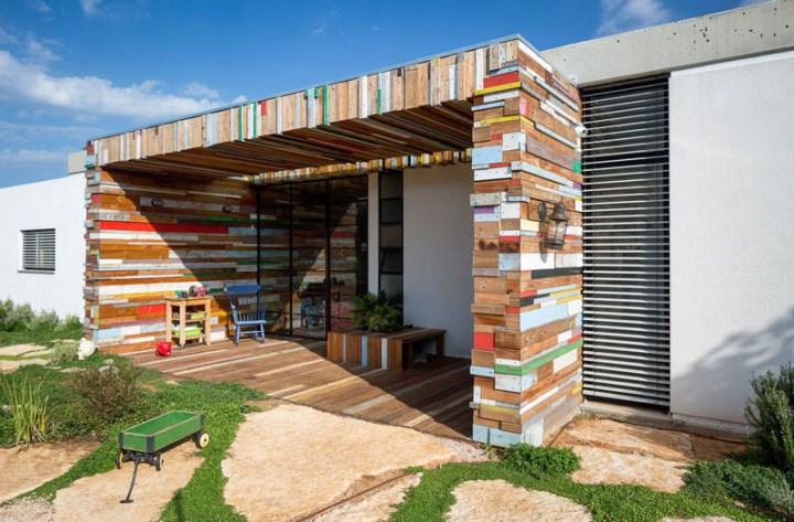 casa cu fatade din lemn refolosit Scrap wood decorated house 3