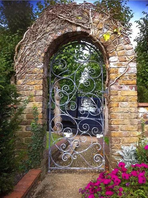idei pentru spatiul de la poarta gate landscaping ideas 4