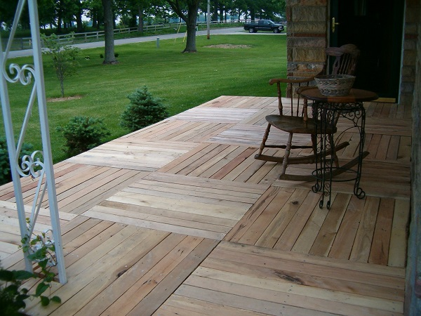 terasa din paleti Wood pallet deck ideas 15