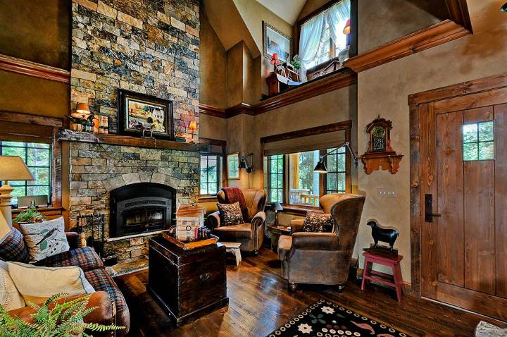case de vis pe terenuri mici 2 sufragerie