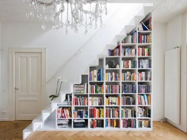 ce poti face cu spatiul de sub scari biblioteca 1