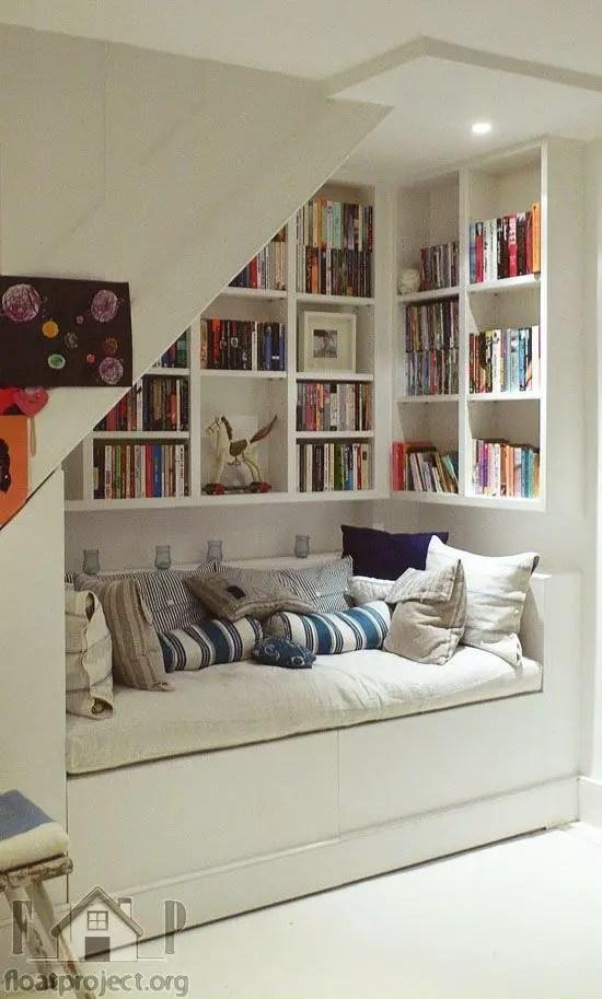 ce poti face cu spatiul de sub scara pat si biblioteca