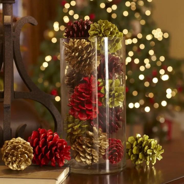 decoratiuni de iarna din conuri de brad vopsite 4