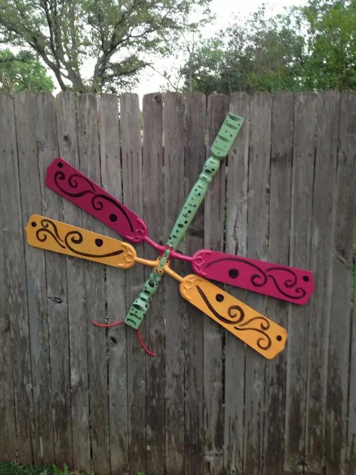 decoratiuni pentru exteriorul casei libelula