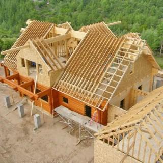 constructia unui acoperis din lemn