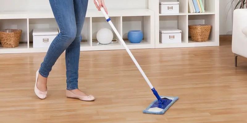 solutie de curatat parchetul laminat facuta in casa