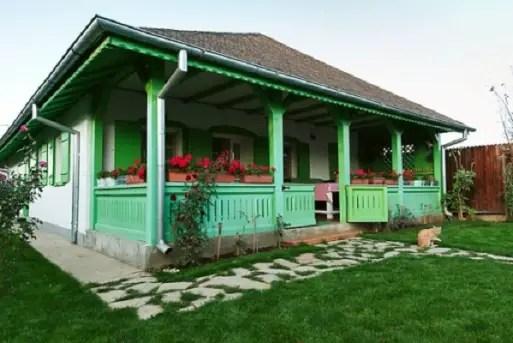 O casa romaneasca unica, ridicata langa Bucuresti. Totul traditional, dar nimic invechit