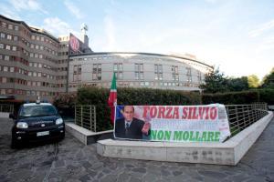 Ospedale San Raffaele dove è ricoverato Silvio Berlusconiche oggi viene operato. Milano, 14 giugno 2016. ANSA/MOURAD BALTI TOUATI