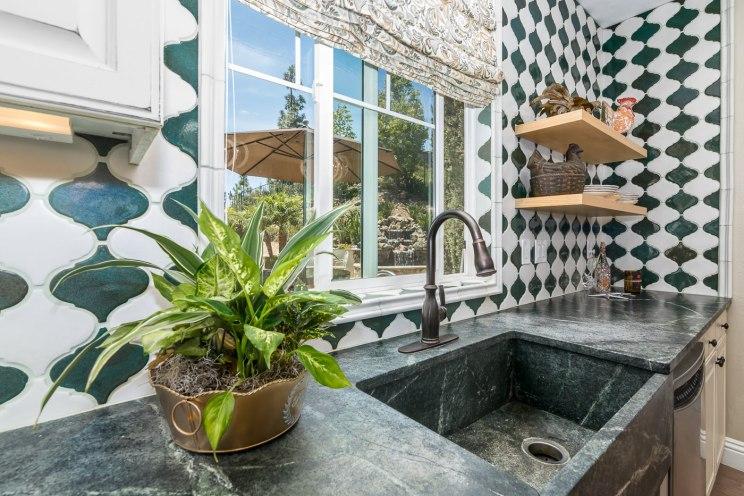 real-estate-kitchen
