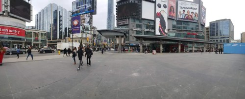 Casey Palmer x TELUS Mobility Present—5 Things You NEED to Know About the Samsung Galaxy S6—Camera—Yonge and Dundas Square (Web)