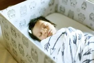 What's in a Box?—How the Baby Box Company Starts Parenthood Off RIGHT.—Baby in a Baby Box