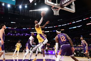 106928461 1629146101914 gettyimages 1233268434 156 06032021 lakers suns pantozzi 0652 scaled
