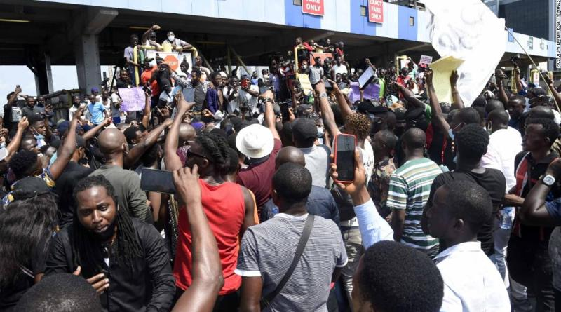Nigeria protests: Eyewitnesses say safety forces fired at protesters