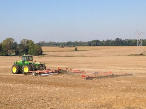 Larry Corn operates the JD 9330 tractor with a CaseIH RMX 340 disk and an Unverferth roller to incorporate the seed/fertilizer blend into the soil.  The conditions today are very good.