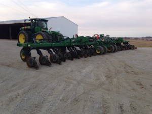 With the JD 2510H applicator unfolded to its full 60-foot width, we are trying to get the attached 9360R tractor to communicate wirelessly with the office computer.