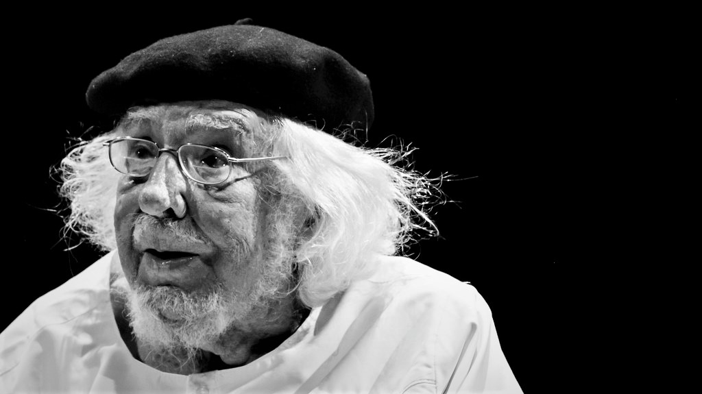Seis documentales de cine y televisión sobre Ernesto Cardenal, foto de Jorge Mejía Peralta_ Casi literal