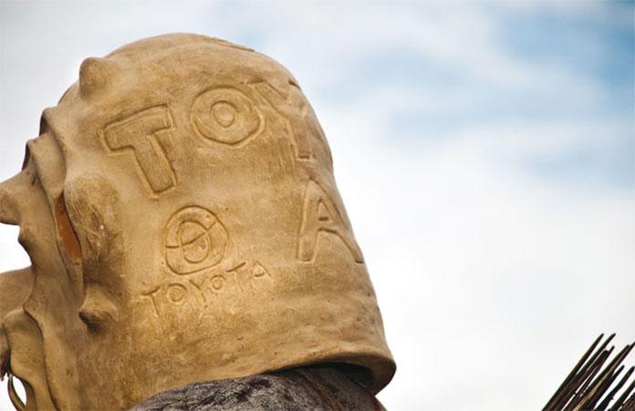 tribu-Asaro-Mudmen-Nouvelle-Guinee-toyota