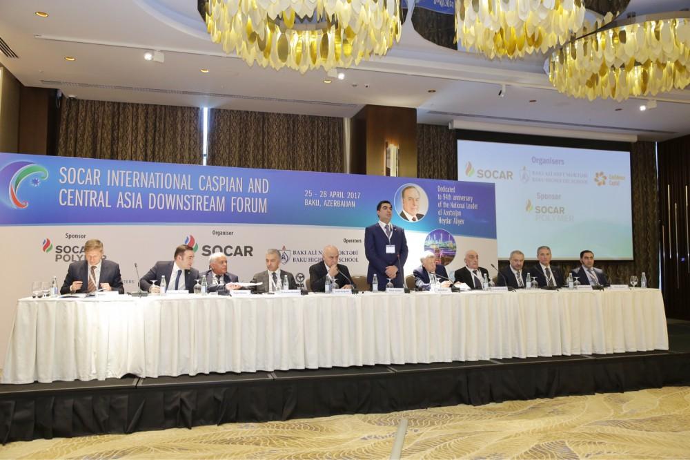 В Баку начал работу Второй международный форум SOCAR «Каспий и Центральная Азия: торговля, логистика, нефтепереработка»