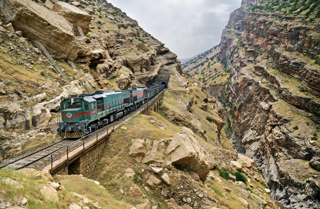 Страсти по проектам трансиранской железной дороги