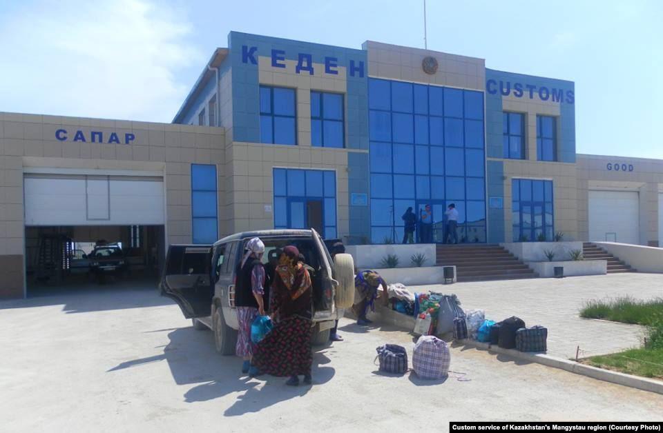 На казахстанско-туркменской границе перешли на бесконтактные международные грузоперевозки