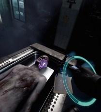 Le projecteur forensique permet de chercher des indices à l'intérieur du cadavre