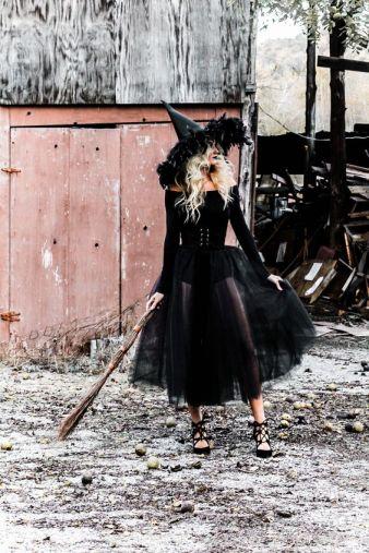 witch Halloween costume DIY