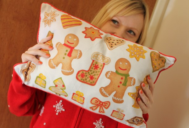 Dunelm Mill gingerbread cushion cassiefairy blog review post christmas festive soft furnishings