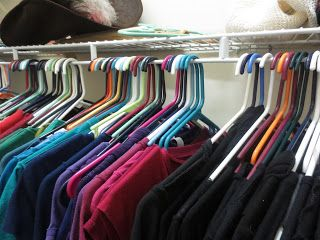 organising your closet with hangers