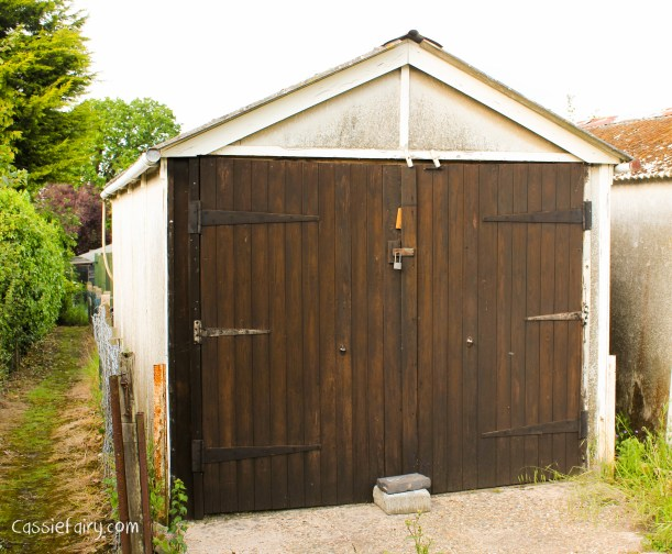 DIY makeover ideas for this little old garage -1