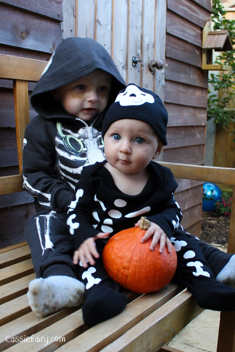 Halloween costumes for all the family_-4