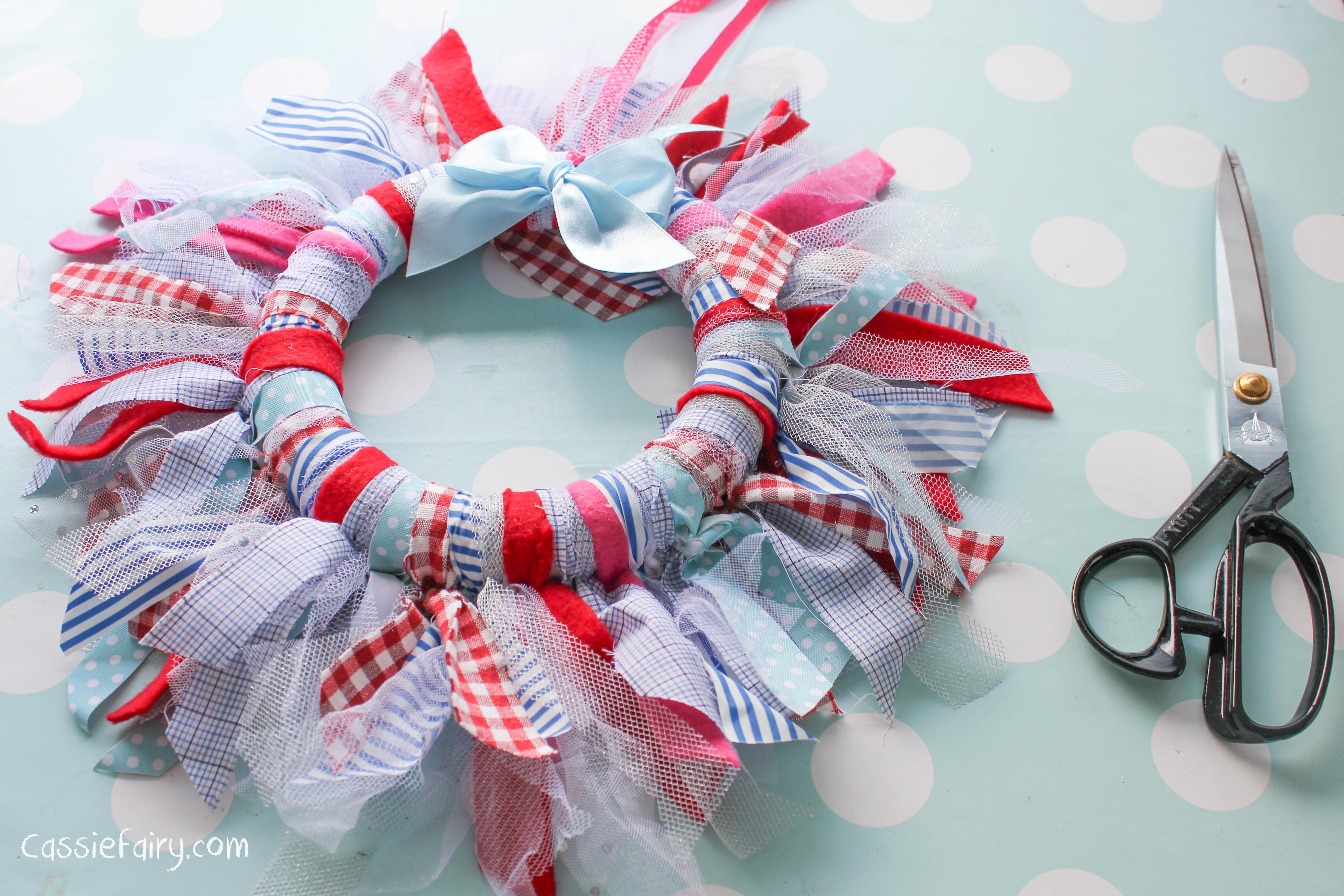 DIY fabric wreath & my favourite decorations