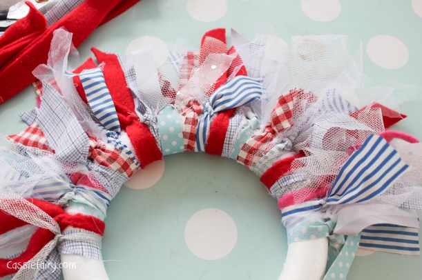 DIY fabric wreath for Christmas - step by step tutorial-6