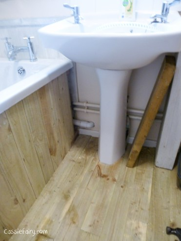 DIY fitting a new bath_-3