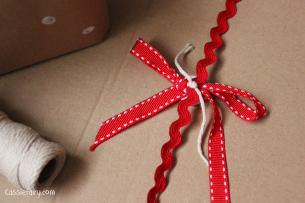 DIY homemade vintage christmas gift wrapping techniques_-18