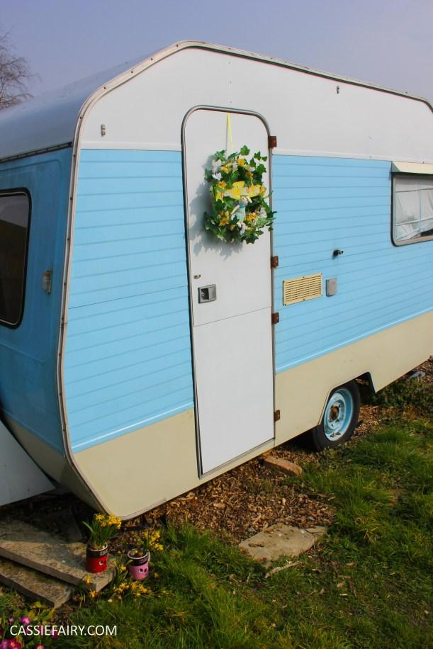 diy spring wreath for easter caravan 2