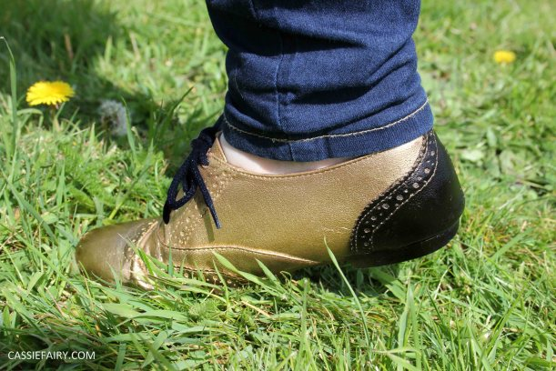 gold and black tuesday shoesday cassiefairy diy shoe makeover with fabric spray paint_