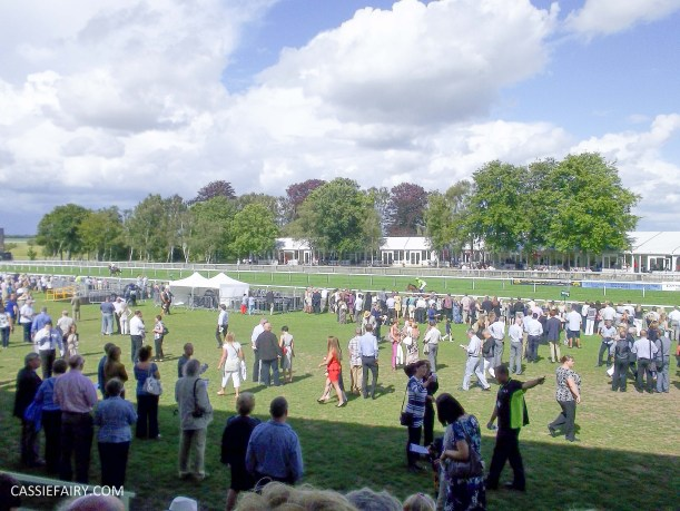 race day racecourse_-3