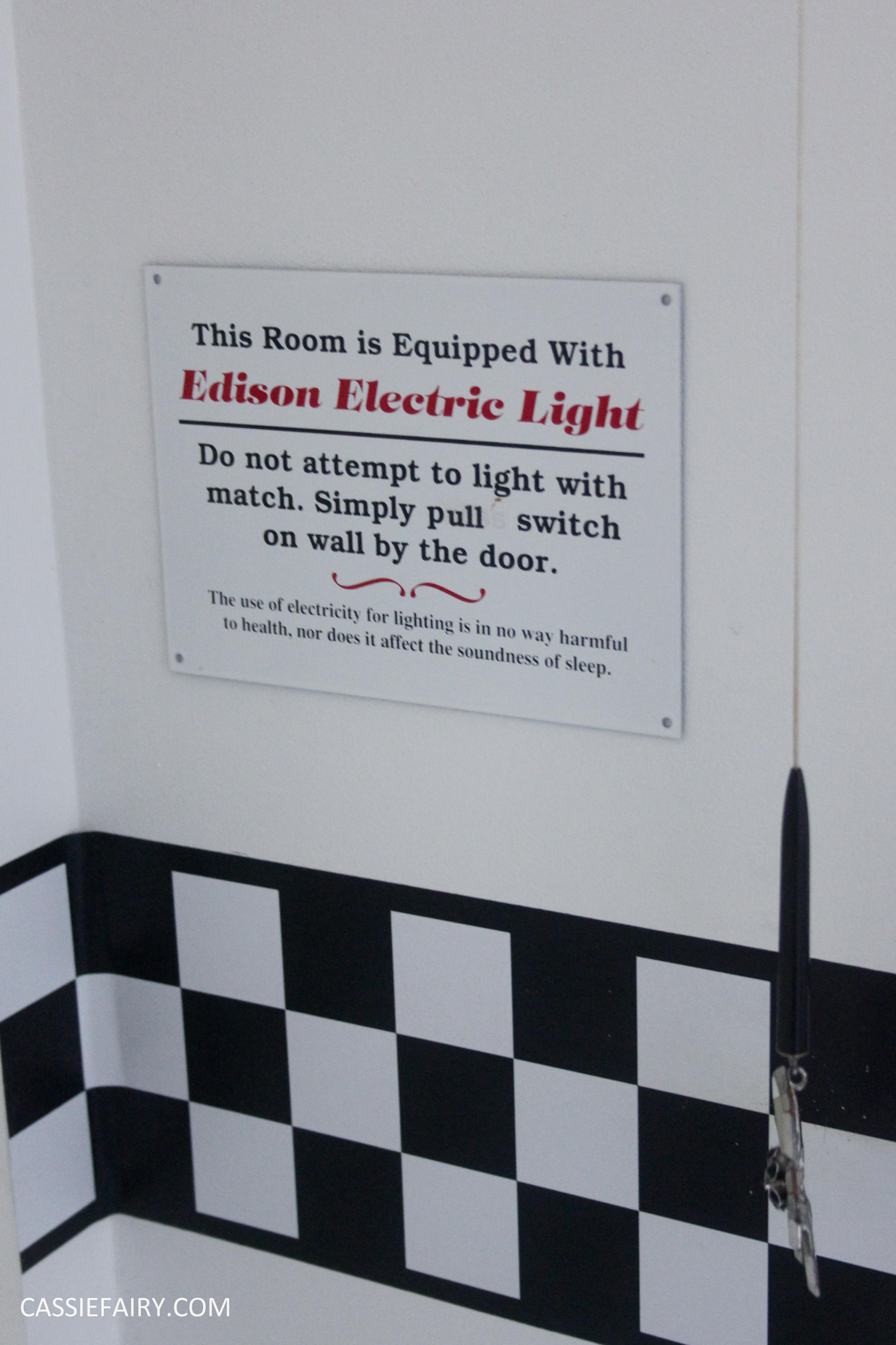 black and white bathroom interior design inspiration blinds-10