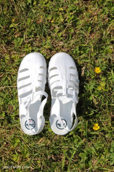 summer footwer trend white jelly shoes-3