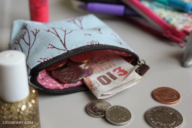 budgeting money saving finance tips for university freshers students_-2