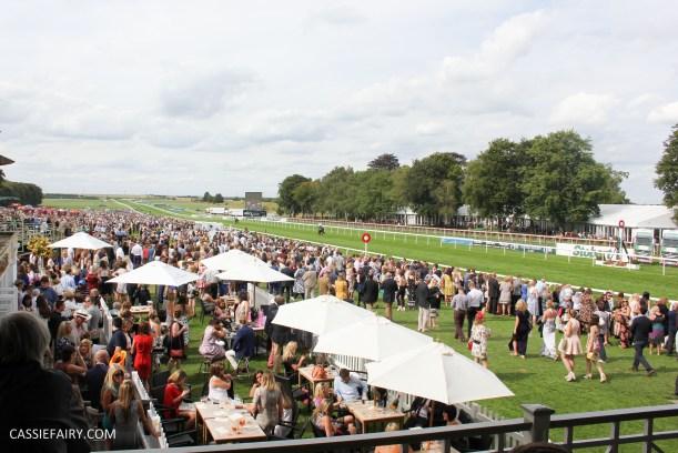 newmarket-racecourse-summer-saturdays-race-day-music-event-11