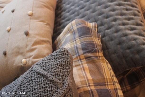 interior design - cosy autumn winter bedroom styling idea inspiration festive-6