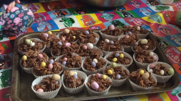 making cornflake easter cakes with the kids