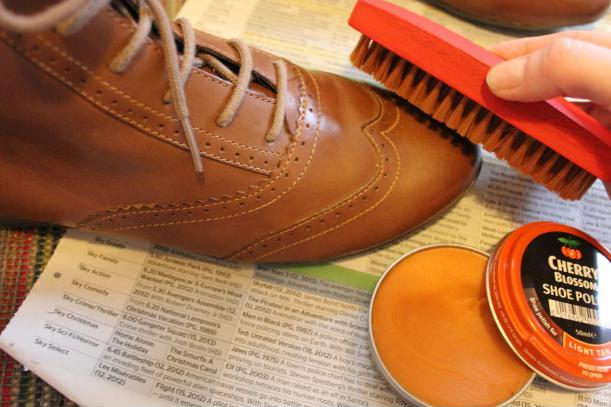 cleaning-polish-boots-leather-shoes-protected-waterproof