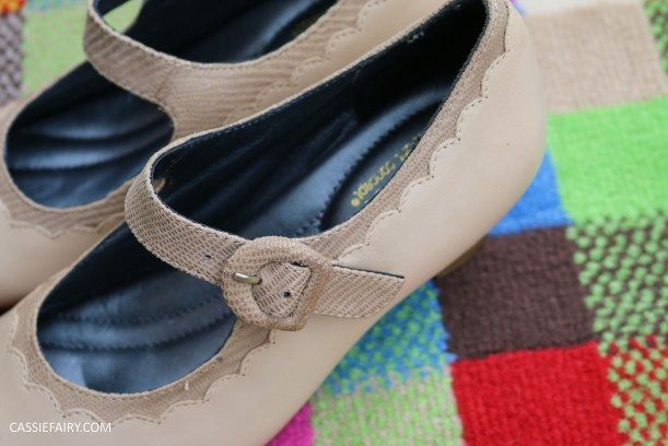 comfortable classy stylish shoes fashion trend for blog awards ceremony from hotter-13
