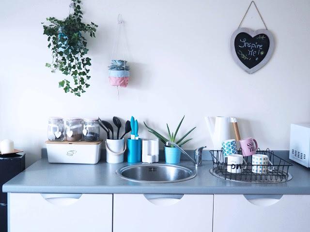 apartment tour dont cramp my style blog kitchen