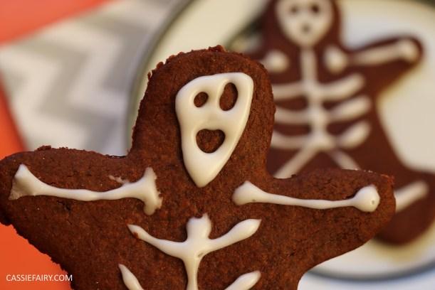 diy-halloween-cookie-recipe-chocolate-gingerbread-men-skeletons-treat-dessert-pudding-14