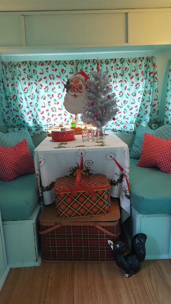 1967-sprite-caravan-renovation-makeover-project-christmas-holidays-festive-decorations-4