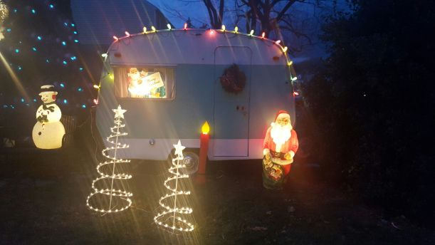 1967-sprite-caravan-renovation-makeover-project-christmas-holidays-festive-decorations-7